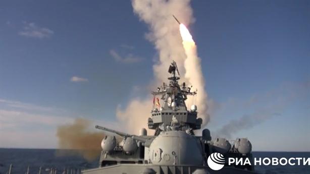 Cận cảnh S-300 diệt mục tiêu trên Biển