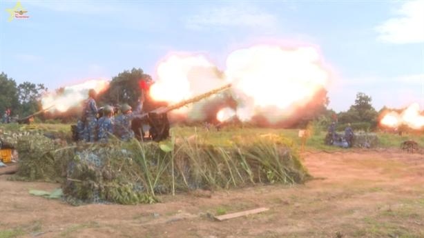 Phòng không - không quân Việt Nam diễn tập thực binh