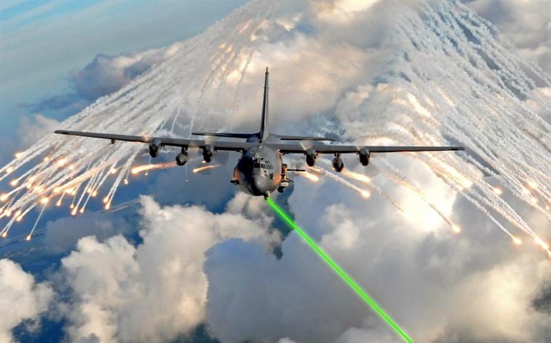 Việc Mỹ tích hợp vũ khí laser lên AC-130J sẽ không có gì đáng bàn nếu ngay trước đó, nhà thầu Sierra Nevada Corp đã được trao bản hợp đồng nhiều triệu USD để phát triển hệ thống hệ thống tác chiến điện tử (EW) cho những máy bay hạng nặng này. Không quân Mỹ hy vọng, hệ thống tác chiến điện tử sẽ cung cấp khả năng phát hiện chính xác mối đe dọa từ tên lửa không đối không, đất đối không và triển khai biện pháp đối phó kịp thời.