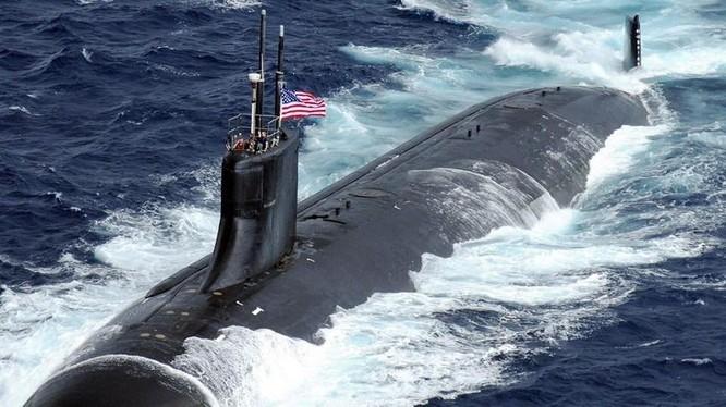 Đánh giá thiệt hại ban đầu của USS Connecticut được thực hiện ngay khi con này này cập cảng tại Guam sau gần 1 tuần di chuyển trên biển sau vụ đâm va.