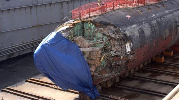 Mũi tàu USS Connecticut bị hư hại nghiêm trọng