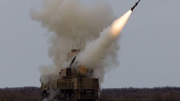 Cùng với việc tạo ra tên lửa bắt UAV bằng lưới, quân đội Nga đã tìm ra cách chống lại máy bay không người lái cảm tử và UAV tấn công cỡ lớn hơn - đó là hệ thống phòng không tầm ngắn năng lượng cao thế hệ mới.