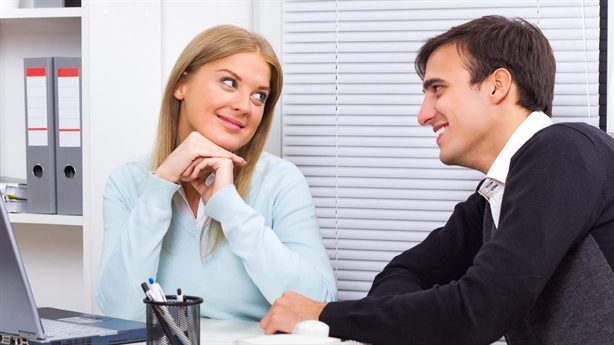Đồng nghiệp nữ thường gửi ảnh hớ hênh cho chồng tôi