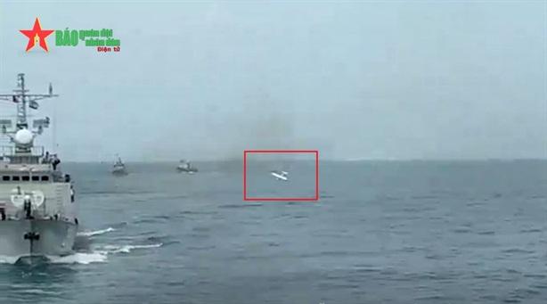 Chiến hạm Việt Nam diệt UAV trên biển trong diễn tập