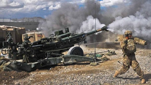 Mỹ phát triển đạn pháo siêu chính xác gắn động cơ