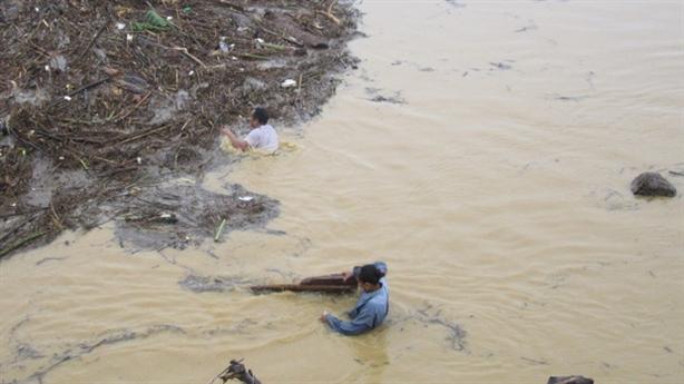 Thi thể hai cha con dưới suối: Gia đình khó khăn