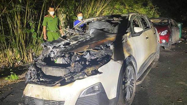 Vợ kêu buồn vì sếp sắp lấy vợ, chồng đốt xe