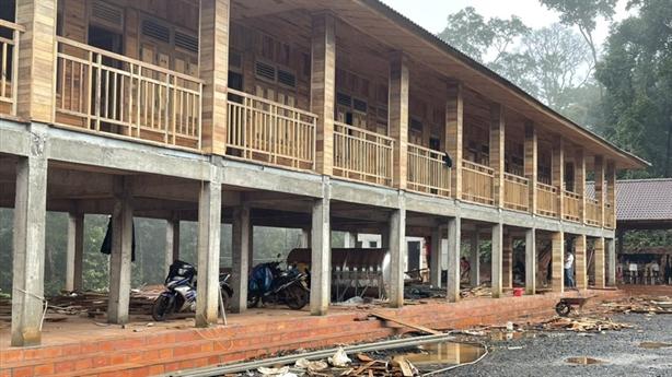 Trạm bảo vệ rừng 'khủng' bằng gỗ: 'Hài hòa với thiên nhiên?'