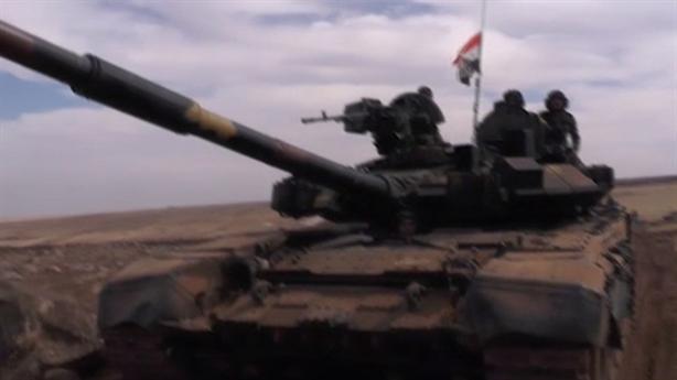 SAA được bơm vũ khí mới, chia lửa trên 2 chiến trường