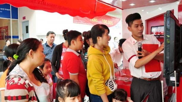 Thờ ơ với tiết kiệm, người trẻ Việt đi vay để tiêu