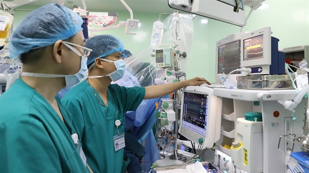 Để người giàu Việt thích bảo hiểm y tế: Cái khó là...