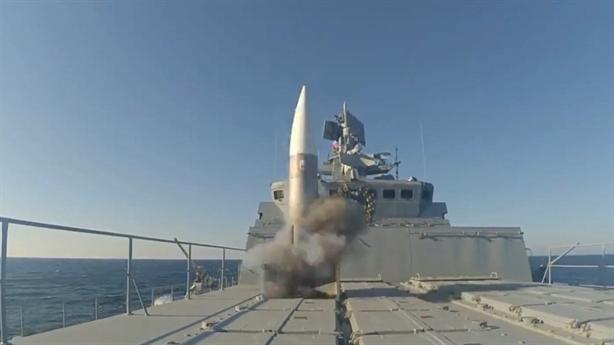 Tên lửa bắn đỏ rực khi bộ trưởng Mỹ đến Biển Đen