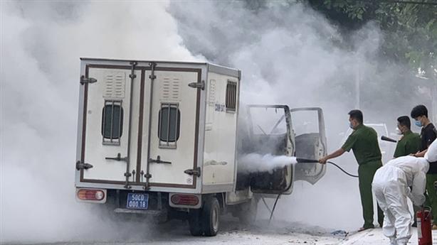 Xe chở phạm nhân bốc cháy: 'Không có phạm nhân trong xe'